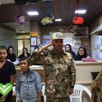 تصویر ادای احترام فرماندهان ارتش 16 زرهی قزوین به کودکان مبتلا به سرطان قزوین